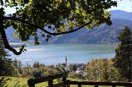 Blick auf Schliersee und den See.