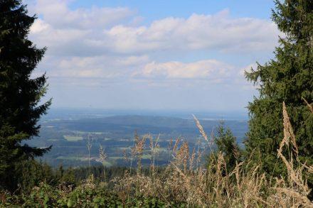 Von Neureuth zur Gindel Alm geht es über einen Höhenweg mit tollen Aussichten.