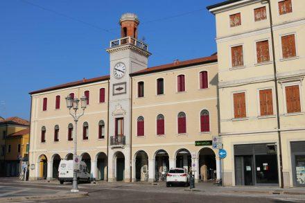 Der zentrale Platz in Adria.