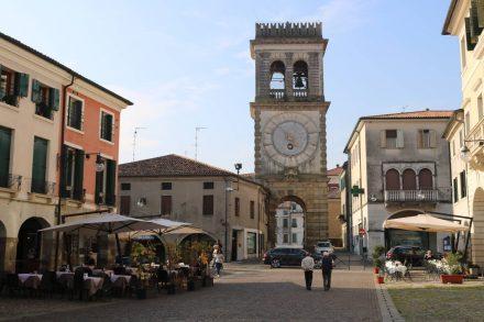 Die Wunderschöne Porta Vecchia mit ihrem Uhrenturm.