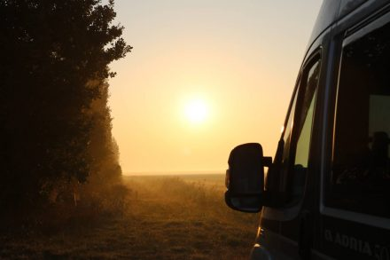 Der frühe Camper sieht die schönsten Sonnenaufgänge.