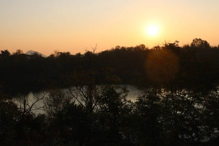 Beim frühmorgendlichen Sonnenopening verlasse ich Baone.