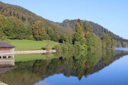 Der Weg am Westufer des Schliersees ist wunderschön und abwechslungsreich.