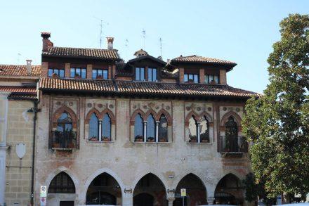 Die Stadtpaläste von Treviso sind meist aus dem 14. bis 16. Jahrhundert.