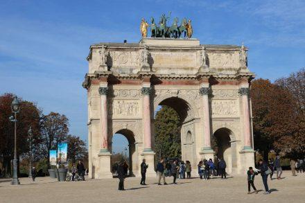 Am Carrousel gleich neben dem Louvre.