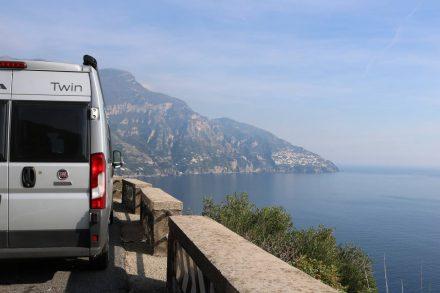 Wunderschöner Blick auf die Amalfiküste - der Duc hat sich wacker geschlagen.