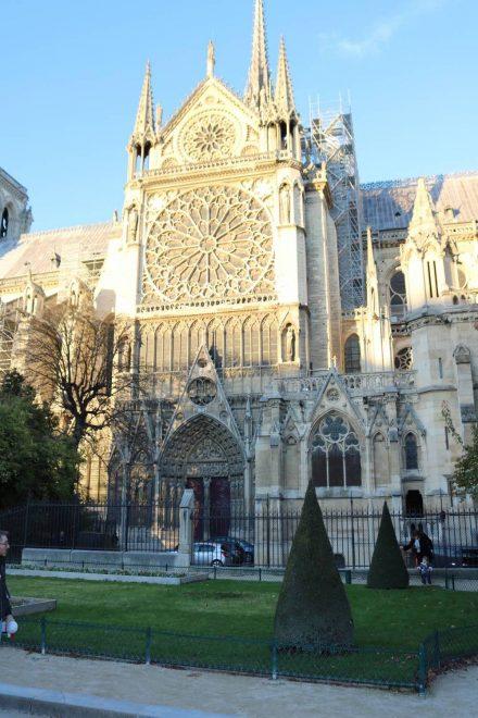 Eins der Notre Dame Portale auf der Ile de la Cite.