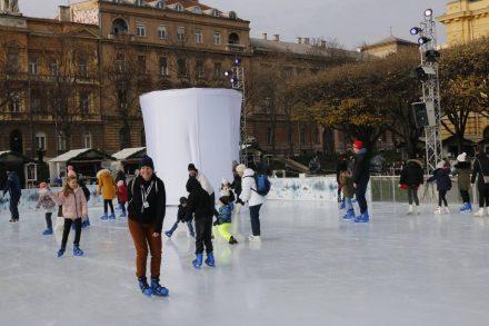 Das musste sein - eine Stunde Eislaufen auf diesem tollen Platz.