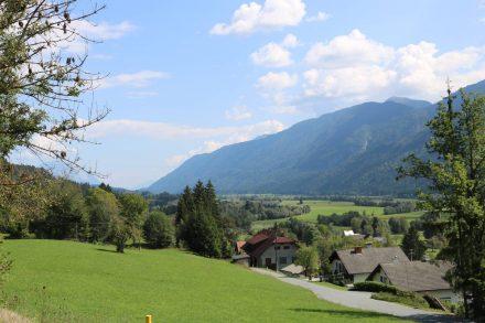 Hinab zur Gail über die Ortschaft Kameritsch nach Watschig.