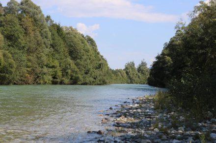 Die Gail auf ihrem Weg zur Drautsche in Villach, wo sie in die Drau mündet.