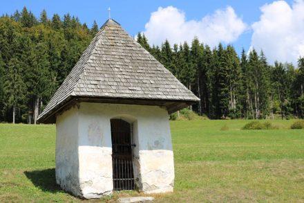 Idyllische Kapellen und viel Natur begleiten uns auf dieser Wanderung im Gailtal.