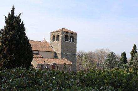 Hoch über Triest liegt das Castello San Giusto mit Museum und Kirche.