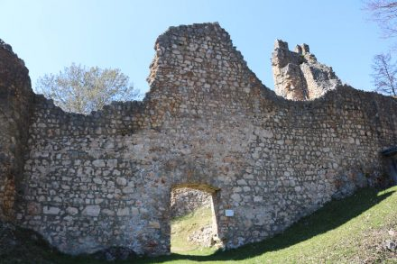 Ein Seiteneingang ins Burggelände.