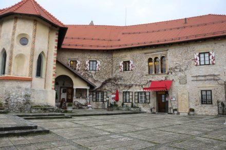 Die Burg von Bled ist liebevoll restauriert und beherbergt ein interessantes Museum zur Geschichte der Region.
