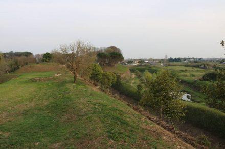 Die Stadtmauern werden von einem begrünten Außenring als Naherholungsgebiet umgeben.