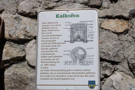 Der im Wald gelegene Kalkofen wurde im 19. Jahrhundert zum Bau von Gebäuden benutzt.