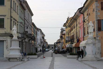 Die Straßen in Palmanova gehen sternförmig vom Hauptplatz zu den Ringmauern.