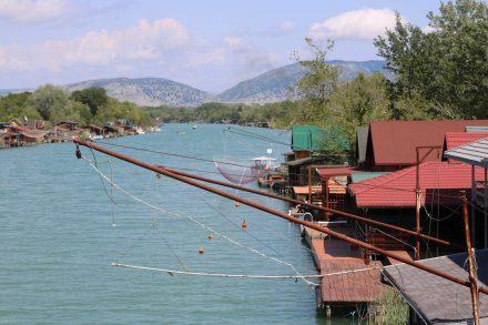 Von den Fischer-Postillen in Ada Bojana sind viele zum Wochenendhaus umfunktioniert.