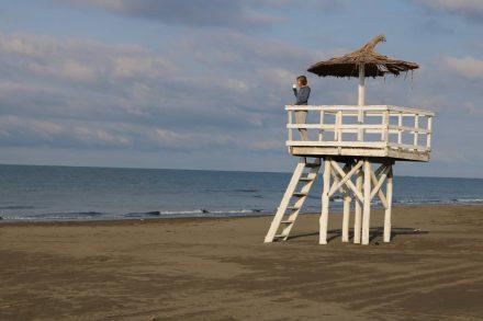 Zum Morgenkaffee auf den Baywatch Turm vor dem Safari Beach Camp.