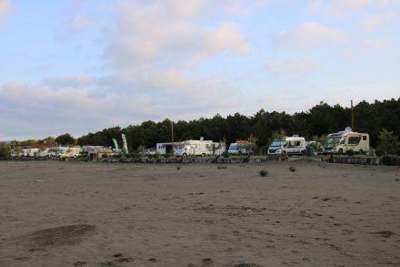 Wohnmobil Parade am Camp Safari Beach in Ulcinj.