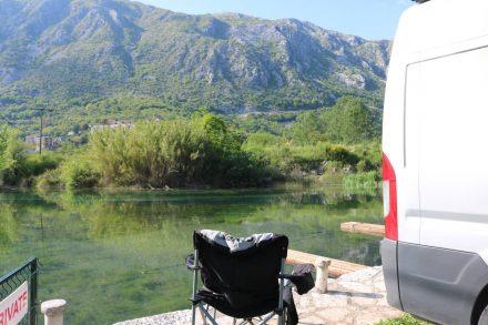 Camping mit eigenem Bootssteg an der Bucht von Kotor in Montenegro.