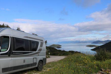 Schöne Aussichten bei der Zufahrt zur Bucht von Brijesta.