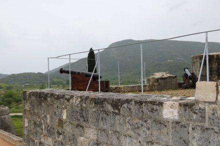 Das Kastell von Ston ist noch in den Strukturen erhalten.