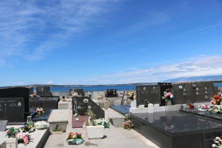 Die Friedhöfe in Kroatien haben stets traumhafte Aussichten.