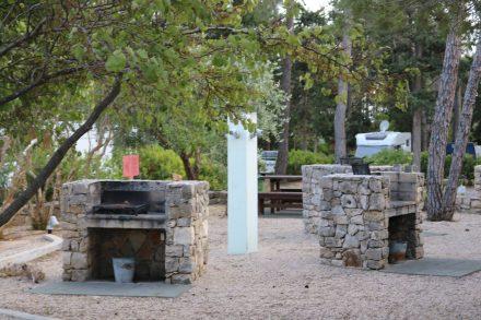 Mehrere Grillplätze können von den Campern genutzt werden.