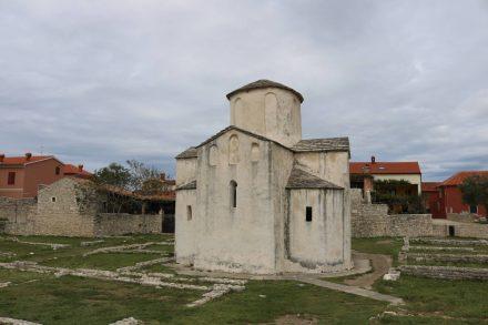 Die putzige Kirche in Nin wird auch die kleinste Kathedrale der Welt genannt.