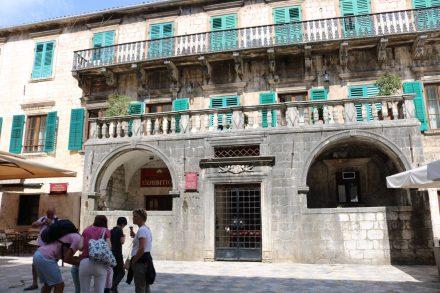 Wunderschöne alte Bauten in der UNESCO Weltkulturerbe Stadt Kotor.