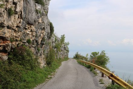 Sehr eng geht es über die Bergstraße in Montenegro.
