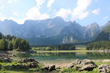 Oberer Lago di Fusine mitten in der Natur.