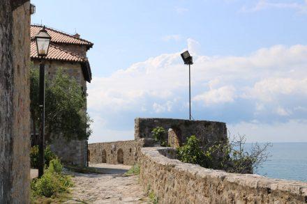 Die Mauern von Ulcinj in Montenegro erzählen eine bewegte Geschichte.