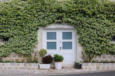 Liebevoll gepflegte Häuser in Perast.