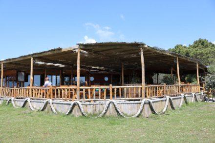 Das Safari Beach Camp in Ulcinj hat auch ein tolles Restaurant direkt am Strand.