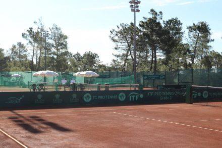 Auch für Tennisspieler stehen mehrere Sandplätze bereit.