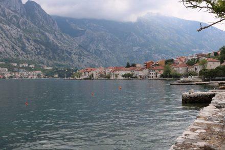 Das Südufer der ca. 30 km langen Bucht von Kotor ist nur über eine schmale Straße erreichbar.