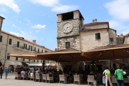 Der Renaissance Uhrturm gehört zu den berühmtesten Baudenkmälern in Kotor.
