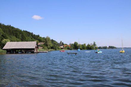 Der Obertrumer See lädt zum Baden und Boot fahren ein.