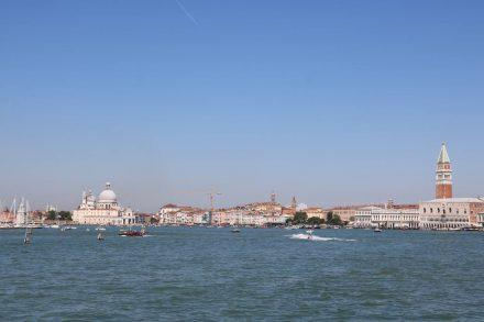 Vom Meer aus bietet Venedig einen prächtigen Anblick.