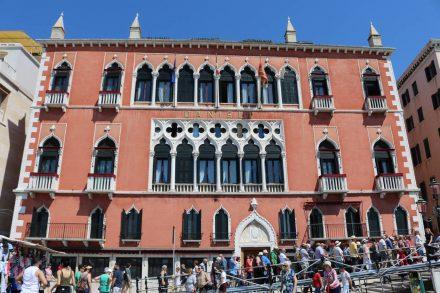 Das berühmte Hotel Danieli direkt an der Lagunen-Front von Venedig.