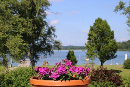 Im Strandbad Matzing gibt es auch ein Cafe mit schöner See-Terrasse.