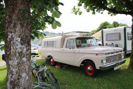 Wunderschöner Oldie Camper-Pickup.