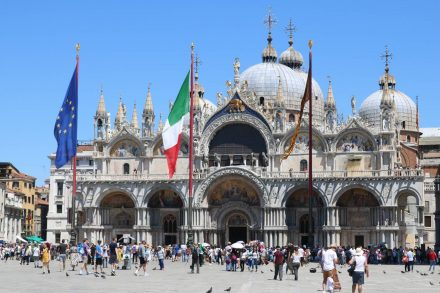 Der Markusplatz in Venedig.