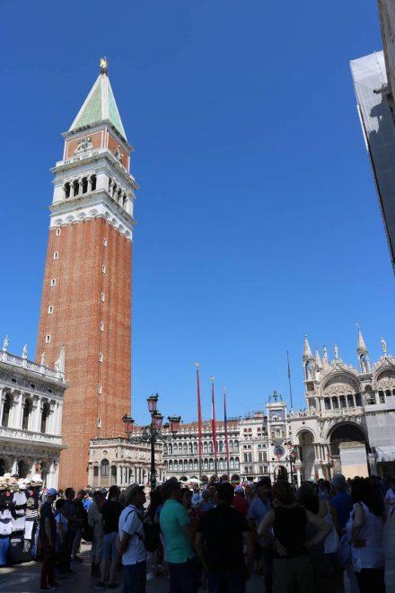 Der Companile San Marco - der Markusturm auf dem Markusplatz in Venedig.