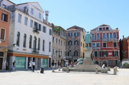 Der ruhige Piazza Manni ist dem gleichnamigen Freiheitskämpfer gewidmet.