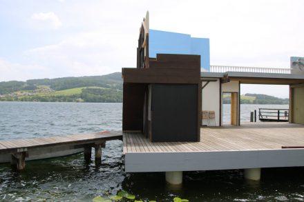 Seebühne in Seeham am Obertrumer See.