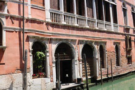 Das Erdgeschoss ist dem Wasser schon sehr nahe.