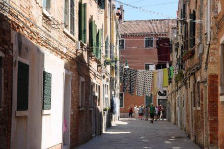Das Stadtviertel Arsenale ist gar nicht touristisch und erinnert an jede beliebige italienische Kleinstadt.